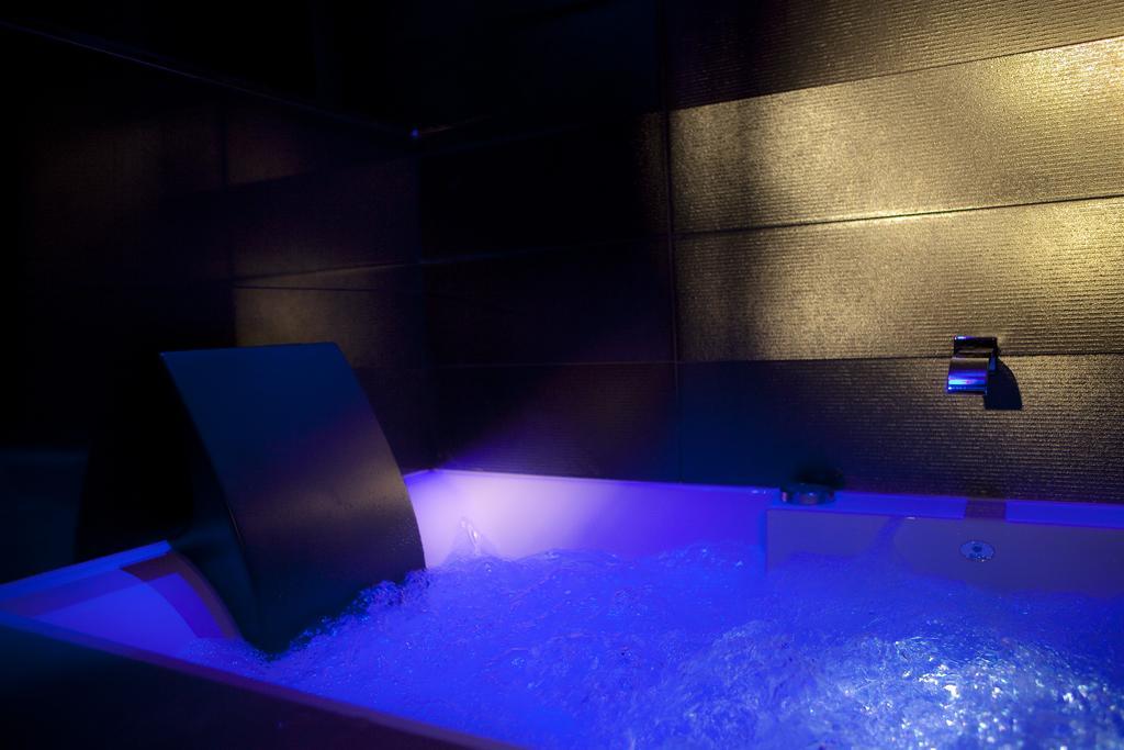 hotel paris privatif secret de paris jacuzzi