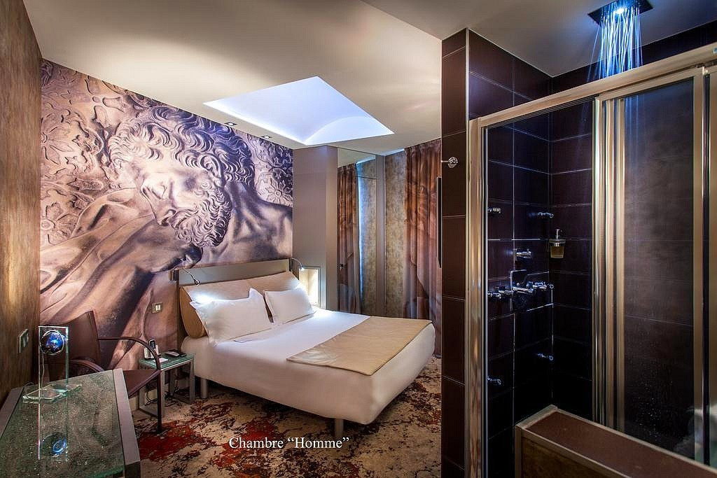 hotel privatif paris apostrophe chambre design lumineuse couple