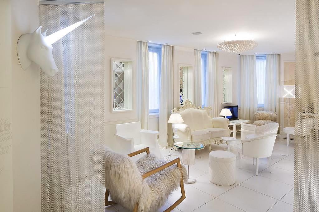 hotel privatif paris vice versa chambre licorne luxe blanche
