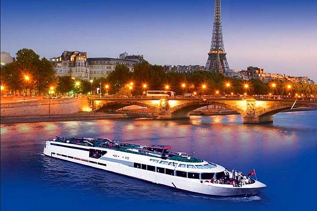 hotel privatif paris saint valentin sur un bateau