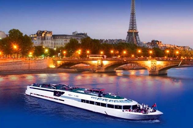 hotel privatif paris saint valentin sur un bateau
