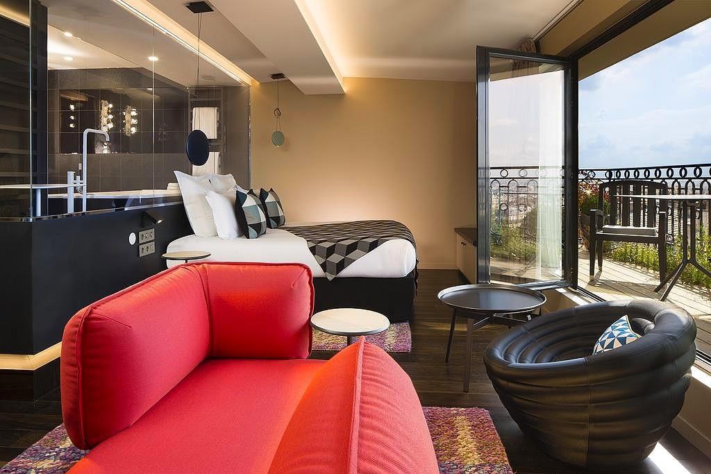 hotel privatif paris terrass couple terrasse eiffel