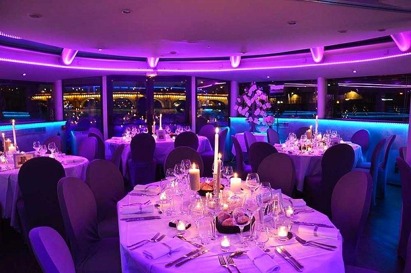 hotel privatif paris vip paris manger bateau saint valentin amoureux