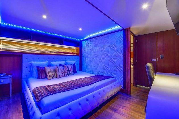 hotel privatif paris vip yacht nuit bateau couple