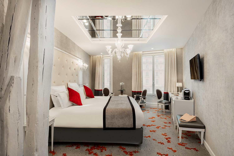 chambre-hotel-miroir-plafond