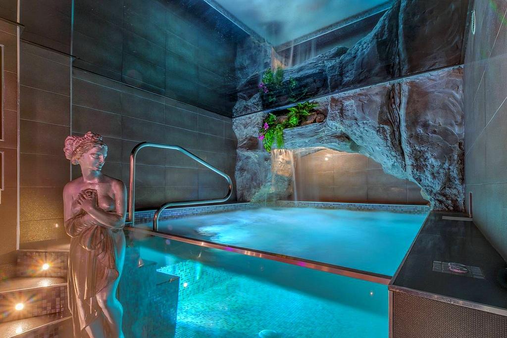 hotel piscine intérieure privée marseille evasion antillaise