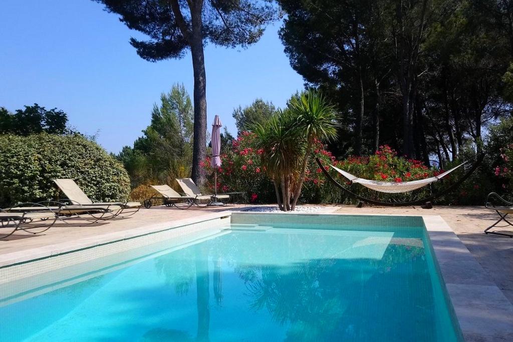 villa privative piscine privée jacuzzi mazets luberon marseille