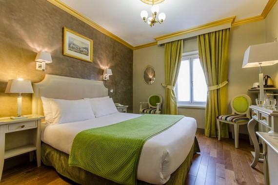 gold hotel près du moulin rouge a paris cabaret
