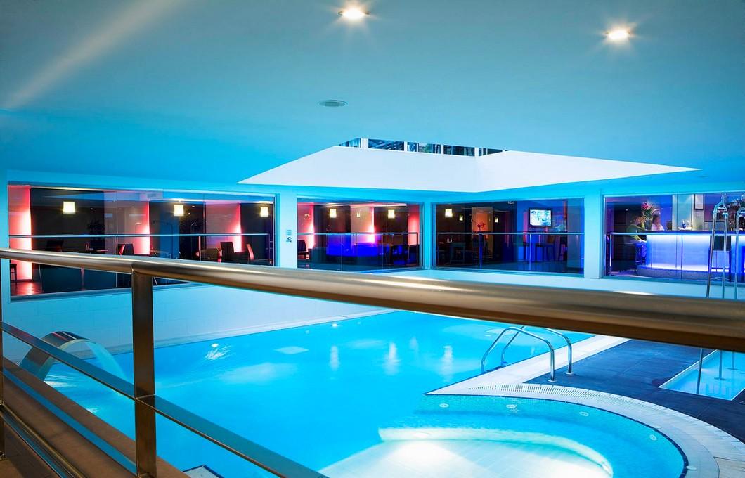 hotel avec piscine chauffée a paris oceania porte de versailles