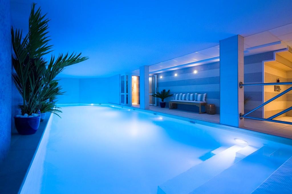 hotel avec piscine chauffée à paris les jardins de mademoiselle